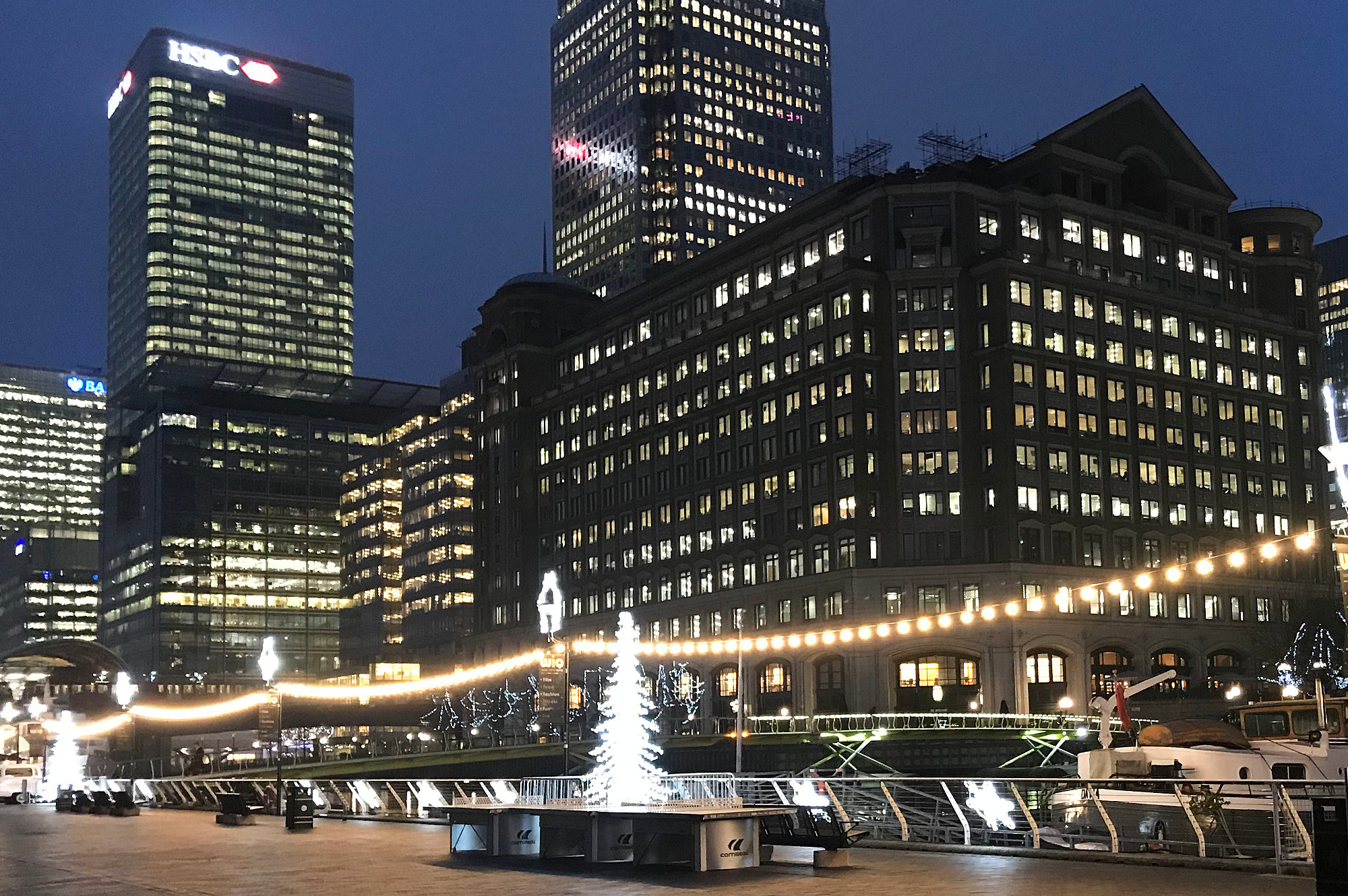 Cozens UK - Canary Wharf Christmas Lighting Installation and Maintenance